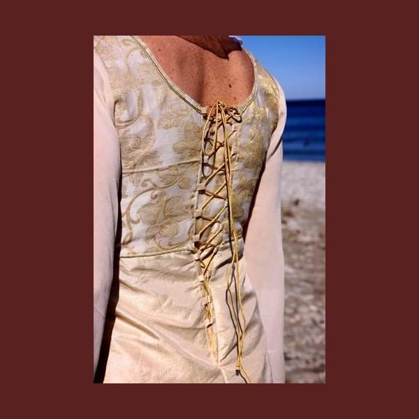 empireskuren klänning