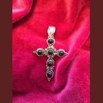 Kors med stenar