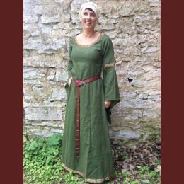 brokadkantad klänning